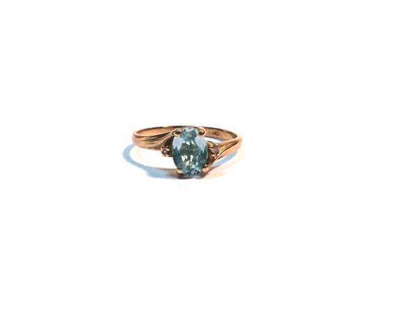Brilliant 1 carat Oval Aquamarine Sparkly Vintage 10k Yellow Gold Ring Size 5.5