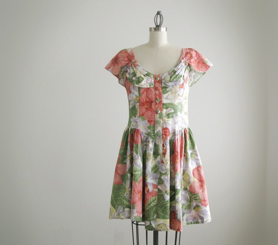 Vintage red and green floral dress with front buttons. (SALE)
