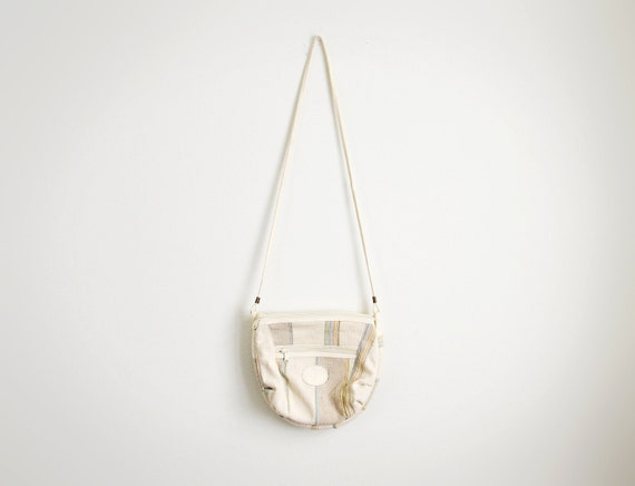 Vintage cream fabric shoulder bag.