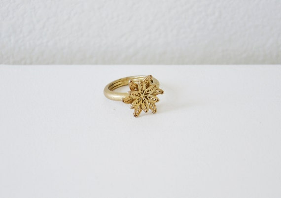 Vintage golden flower ring.