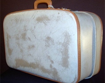 Vintage 1930s cream suitcase expanding - adjustable - with key - bombshell pin up style