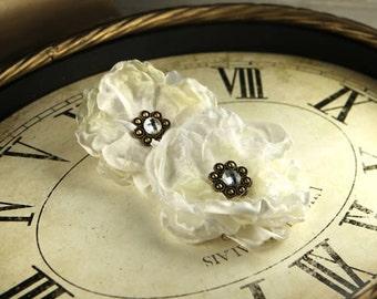 Fleur De Lys - Ivory vintage style Fabric Flowers