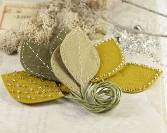 Vermont - Ocre olive green fabric leaves