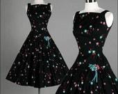 Vintage 1950s Dress . Black Cotton . JERREL JR . Flowers . Floral . Sleeveless . Pleated Full Skirt . XS/S . 1745