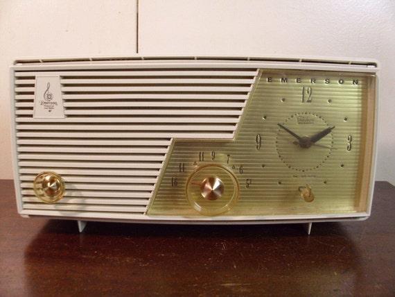Vintage Emerson Clock Radio