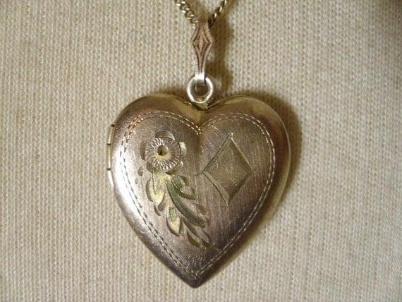 Vintage 1940's Gold Filled Heart Locket Necklace