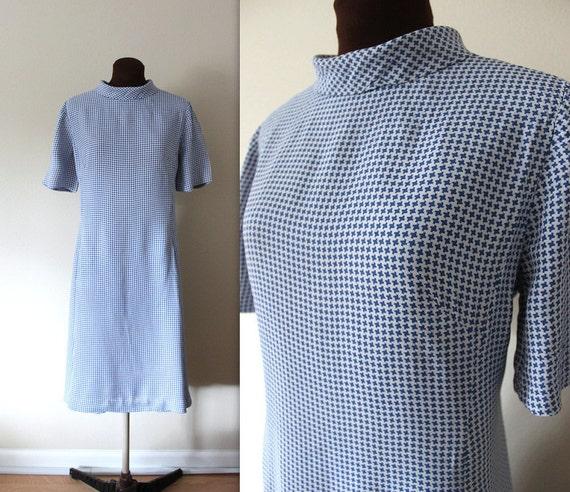 SALE 1960s Shift Dress / Mod Dress / Blue and White Houndstooth (l-xl)