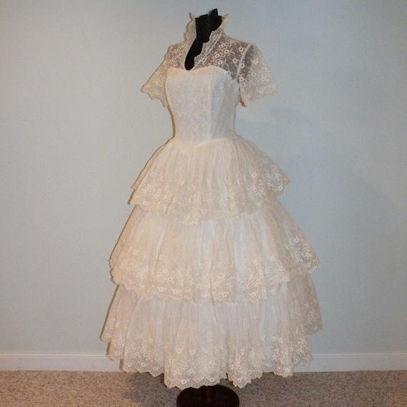Vintage 50s White Cotton Eyelet Garden Wedding Party Dress