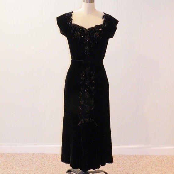 1940s Dress, 40s Black Silk Velvet Heavily Beaded Formal Cocktail Wiggle Wedding Party Holiday Dress, Cutwork Sweetheart Bust, Bombshell LBD