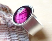Amethyst Purple Glass Cocktail Ring, Dark Purple Smooth Glass Cabochon Antiqued Silver Adjustable Thick Banded Ring, Fashion