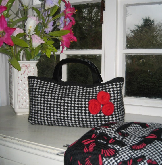 Knitting Pattern - Black & White Dogtooth Check Bag from ...