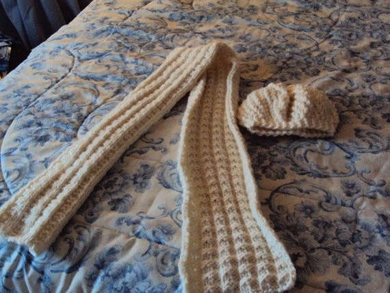 Hand Knit Hat and Scarf Set in the color of Rice Paper Knitted Roving pattern