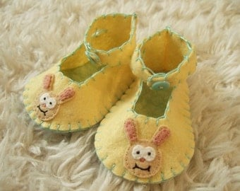Easter Bunny Baby Booties - Felt Shoes - Can Be Personalized