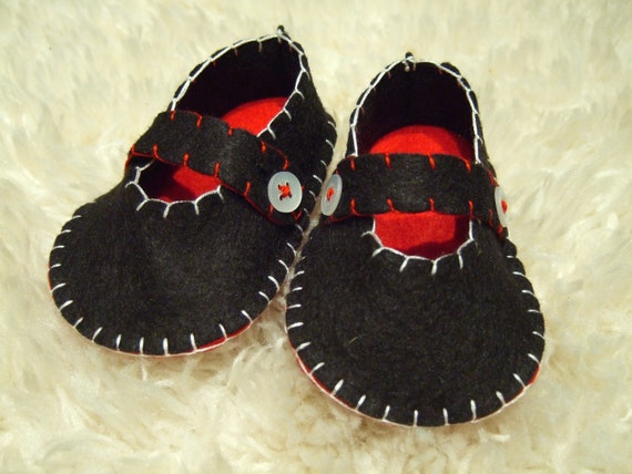 Classic Black Mary Janes - Felt Baby Shoes - Can Be Personalized