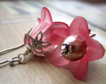 Sangria Lucite Lilies and Pearls Earrings, Flower Earrings, Pastel Fuchia Petals, Under 20