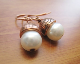 Acorn Earrings, White Pearls And Copper Acorn Bead Caps, Under 20, Woodland Bridal, Nature Accessory, Rustic