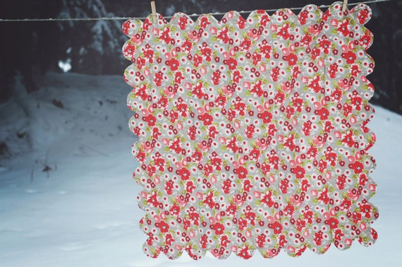 Baby Quilt with Scalloped Edges, Flowers and Polka Dots