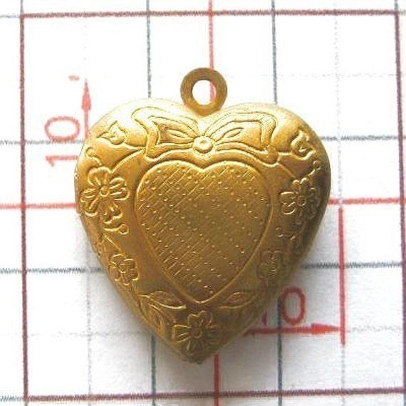 Wholesale lot of 12 pcs.... Antique Brass Medium Heart Printed Lockets Cameo Cabochons Pendants