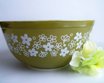 Vintage 1970s Pyrex Spring Blossom Mixing Bowl