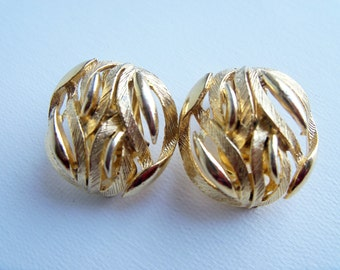 Vintage Gold Lisner Round Textured Clip Earrings