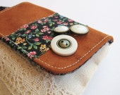 Country styled small coin pouch in florals and terracotta with buttons