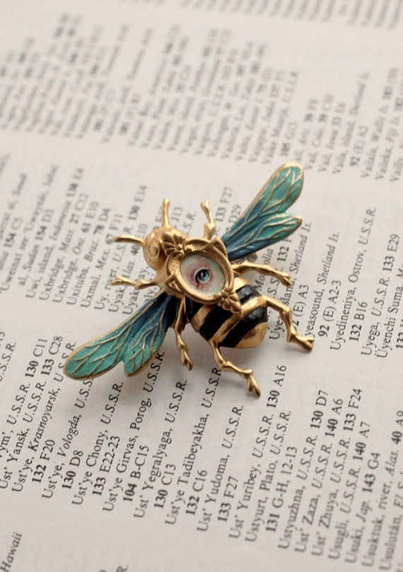 Eye Candy of the Honey Bee brooch -  by Mab Graves