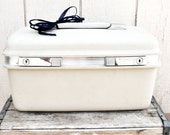 Fabulous Creamy White Samsonite Saturn Train Case