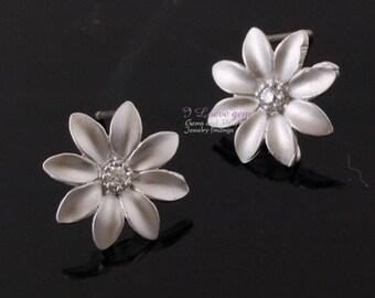 Matt Rhodium-plated, mini Daisy earring, 925 sterling silver post, 2pcs