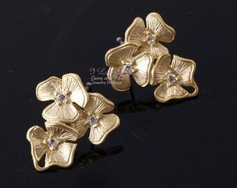 NP-597 Matt Gold plated, triple flower earring, 925 sterling silver post, 2pcs