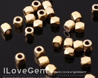 NP-1137 Matt Gold plated, mini faceted square beads, 2.5mm, 8pcs