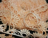 1 yard-28 inches - 3/4 inch wide - VENISE LACE - Lacey Loop Lace Trim - GOLD-V001