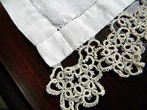 Table Runner or Table Scarf with Tatted Ends in a Medium Ecru Thread 6185
