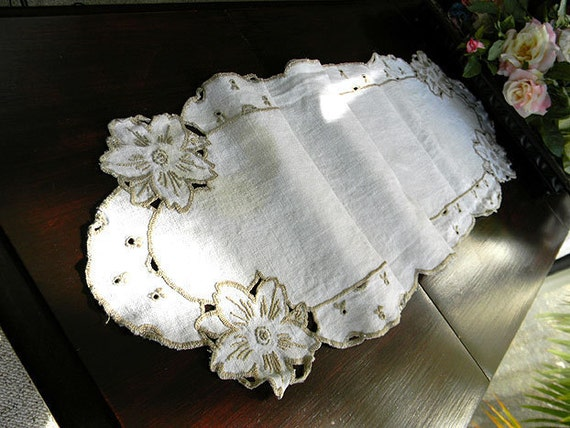 Vintage Table Runner Linen Cutwork and Taupe Embroidery 5667