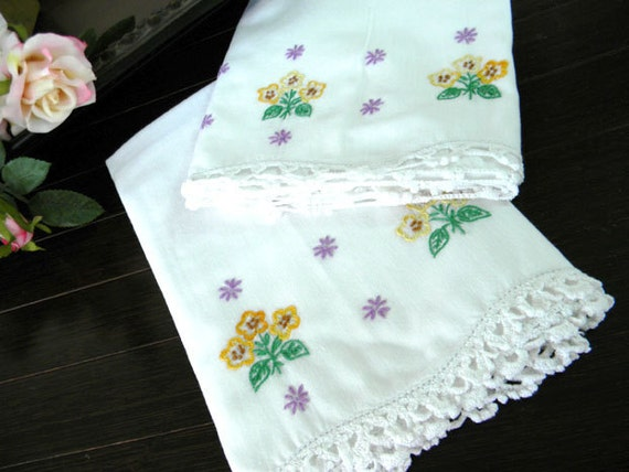 Pair of Pillowcases Pillow Cases Embroidered and Crocheted Edges 7372