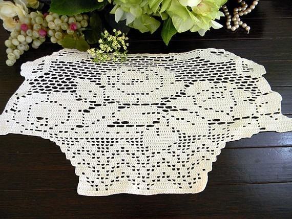 Vintage Single Crochet Crocheted Armchair Doily in Off White 7452