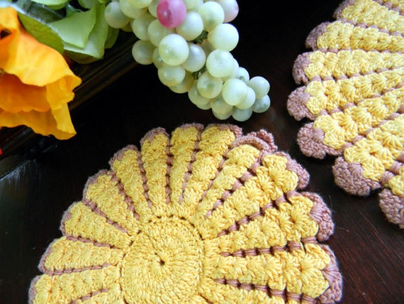 4 Colorful Vintage Crocheted Potholders Oven Mitts Heat Pads 7618