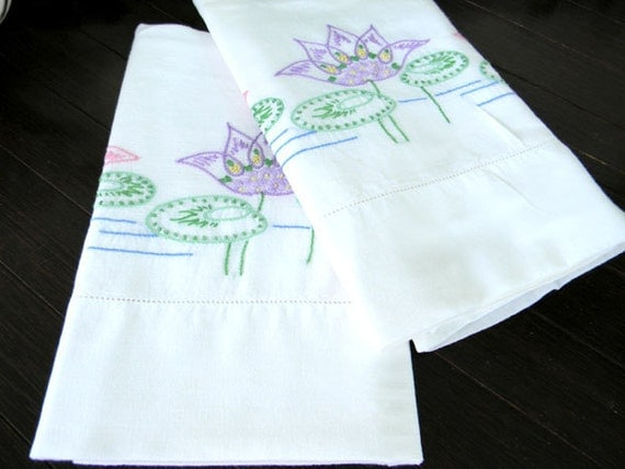 Pair of Pillowcases Vintage CottEmbroidered Pillow Cases Damaged 7345 Black Friday / Cyber Monday