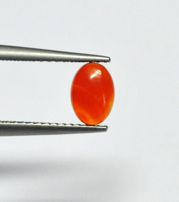 Carnelian Agate Oval Cabochon - 7.1 x 5.0 x 2.5 mm - 0.7 ct - 120405-01