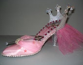 Glenda shoe shoe sculpture
