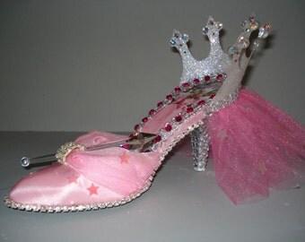 Glenda shoe shoe sculpture