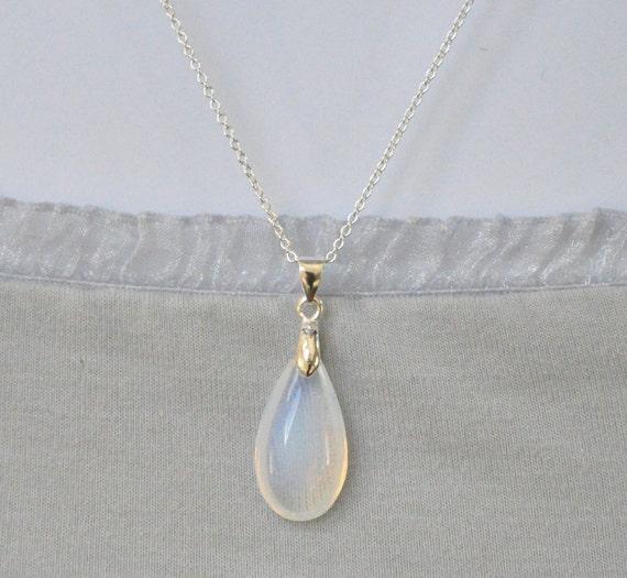 Vintage Post World War II Japanese Glass Opal Silver Teardrop Pendant Necklace