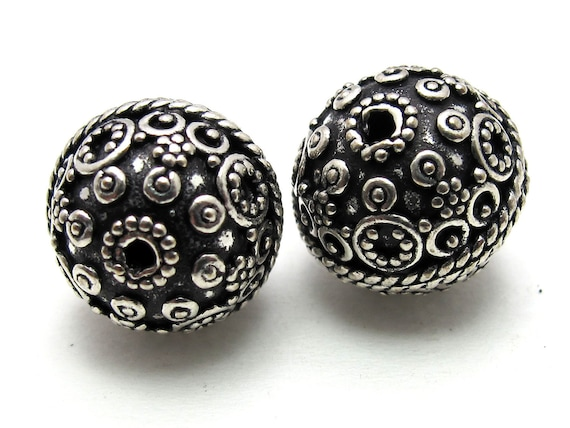 Sterling silver oval shape bead  with dotted circles from Nepal 15 mm  - 1 bead