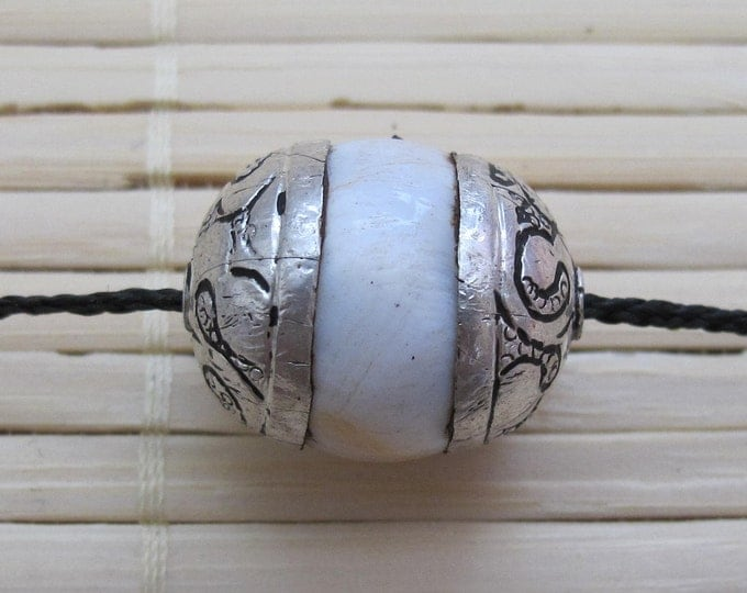 1 Bead - Nepal conch shell silver  capped bead  - CH014