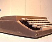 Vintage Signature 100 typewriter Montgomery Wards