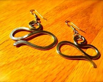 Curves Spoke Earrings