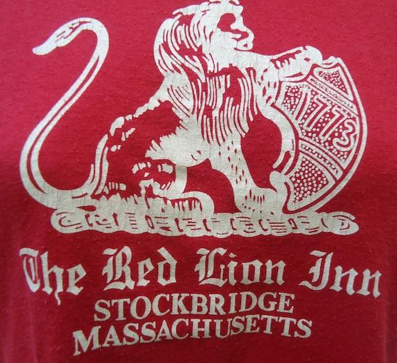 vintage tee Red Lion Inn STOCKBRIDGE MA T Shirt 50 50 blend