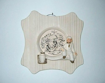 Vintage 1950s Chalkware Wall Hanging With Asian Figure In Ivory & Gold