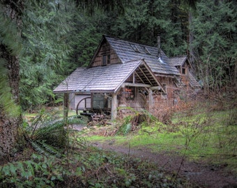 cabin in the woods, tiny home,  log cabin, cabin home decor, rustic cabin, rustic home decor, cabin photography, woodland cabin