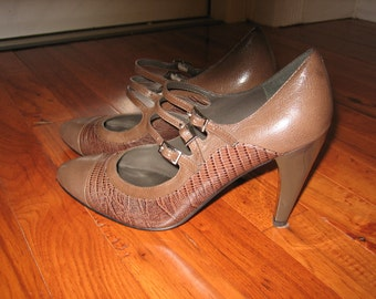 Vintage Fawn Brown Leather High Heel with 3 Straps - Size 7 1/2 M