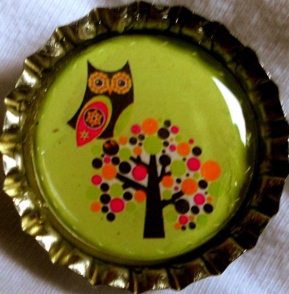 CLEARANCE-Retro Hot Pink and Brown Owl in Spotty Tree bottle cap magnet